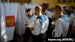На избирательном участке в аннексированном Россией Крыму
