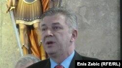 Ranko Ostojić nakon razgovora sa predsjednikom HNS-a i predsjednikom UEFA-ine Komisije za stadione i sigurnost, 18. ožujak 2013.