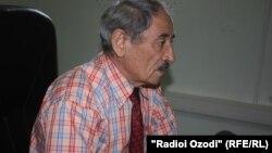 Абдуҳалим Ғаффоров зимни сӯҳбат дар дафтари Радиои Озодӣ, 13-уми августи соли 2013.