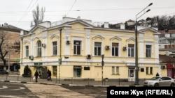 В старинном здании на площади Ревякина когда-то размещалось Управление городского трамвая