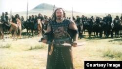 Актер Далелхан Кадыр в роли Менлика, советника матери Чингисхана Оэлун, в фильме «Чингисхан».