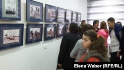 """Экспозиция фотовыставки """"В объективе: Голод в Казахстане"""". Карагандинская область, 29 мая 2018 года."""