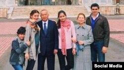 Ислам Каримов жубайы, кызы Лола жана анын үй-бүлөсү менен.