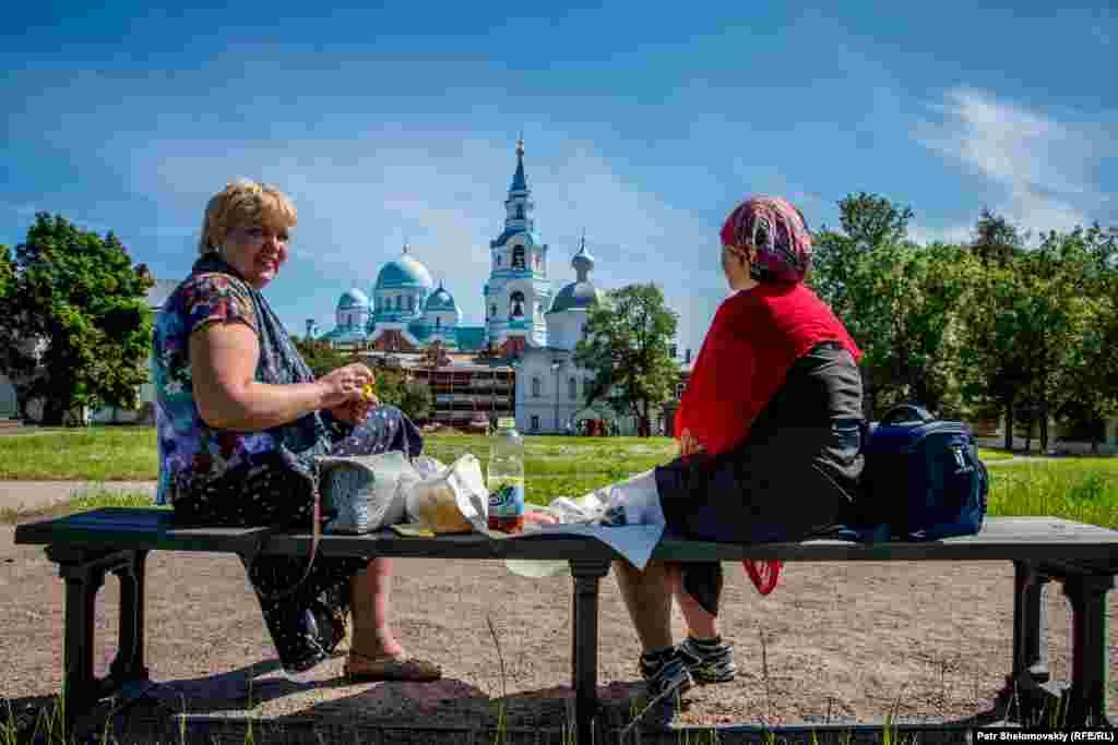 Закуска для туристов. Копченая форель, приготовленная монахами.