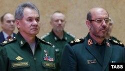 Rusiyanın müdafiə naziri Sergei Shoigu və onun iranlı həmkarı Hossein Dehghan.