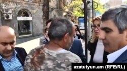 Слева направо: Эдмон Марукян, Никол Пашинян и Арам Саргсян на проспекте Баграмяна, Ереван, 16 апреля 2018 г․