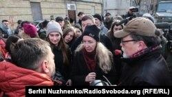 Під Окружним судом Києва. 15 лютого 2019 року