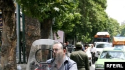 Иран президенттік сайлауынан үміткер, реформашыл Мусави жақтастары көшеде. 8 маусым, 2009 ж.