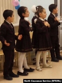 Дети в Аланской гимназии во Владикавказе