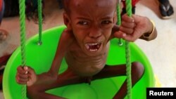 Oколу 250 илјади луѓе умираат од глад во јужна Сомалија.