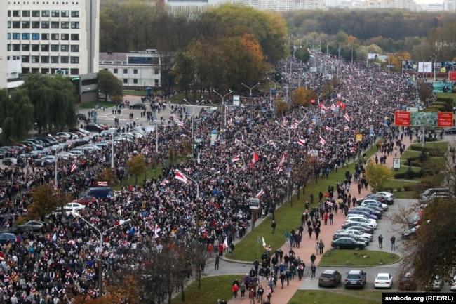 Марш пратэсту 25 красавіка. Паводле карэспандэнта БТ Хараўца, у ім удзельнічалі 2–3 тысячы чалавек