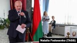 Президент Белоруссии Лукашенко принял участие в голосовании в Минске