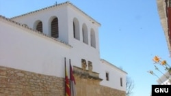Испанцы испокон веков спасаются от зноя за толстыми стенами дома-крепости