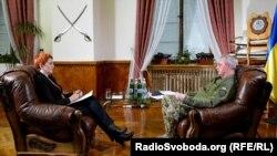 Во время записи интервью в кабинете начальника Генерального штаба ВСУ Виктора Муженко