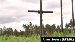 Мемориальный крест на братской могиле трудармейцев
