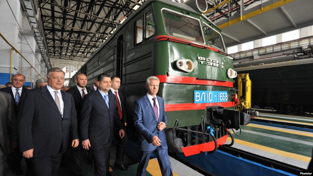 Armenia - Vladimir Yakunin (L), chief of Russia's state railway, and Prime Minister Tigran Sarkisian inaugurate a new rail depot in Gyumri, 28May2013.
