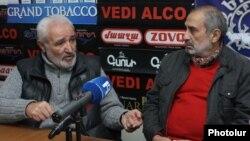 Ռազմիկ Դավոյան (ձախ), Հաղթանակ Շահումյան