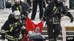 Ռուսաստան - Փրկարարները դուրս են բերում Մոսկվայի մետրոպոլիտենում վթարի հետևանքով տուժածներին, 15-ը հուլիսի, 2014թ․