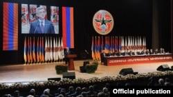 Президент Армении Серж Саргсян выступает на съезде Республиканской партии, 10 марта 2012 г.