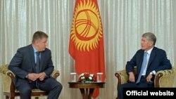 Евгений Дод менен Алмазбек Атамбаев.