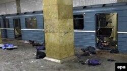 Мәскеу метросындағы жарылыстан кейін шашылып жатқан мәйіттер. Мәскеу, 29 наурыз 2010 жыл.