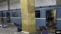 Russia -- The bodies and a destroyed carriage following the explosion at the Park Kultury metro station in Moscow, 29Mar2010