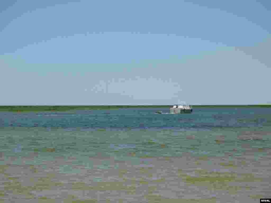 И есть надежда, что снова поплывет по Аральскому морю белый теплоход. - И есть надежда, что снова поплывет по Аральскому морю белый теплоход.