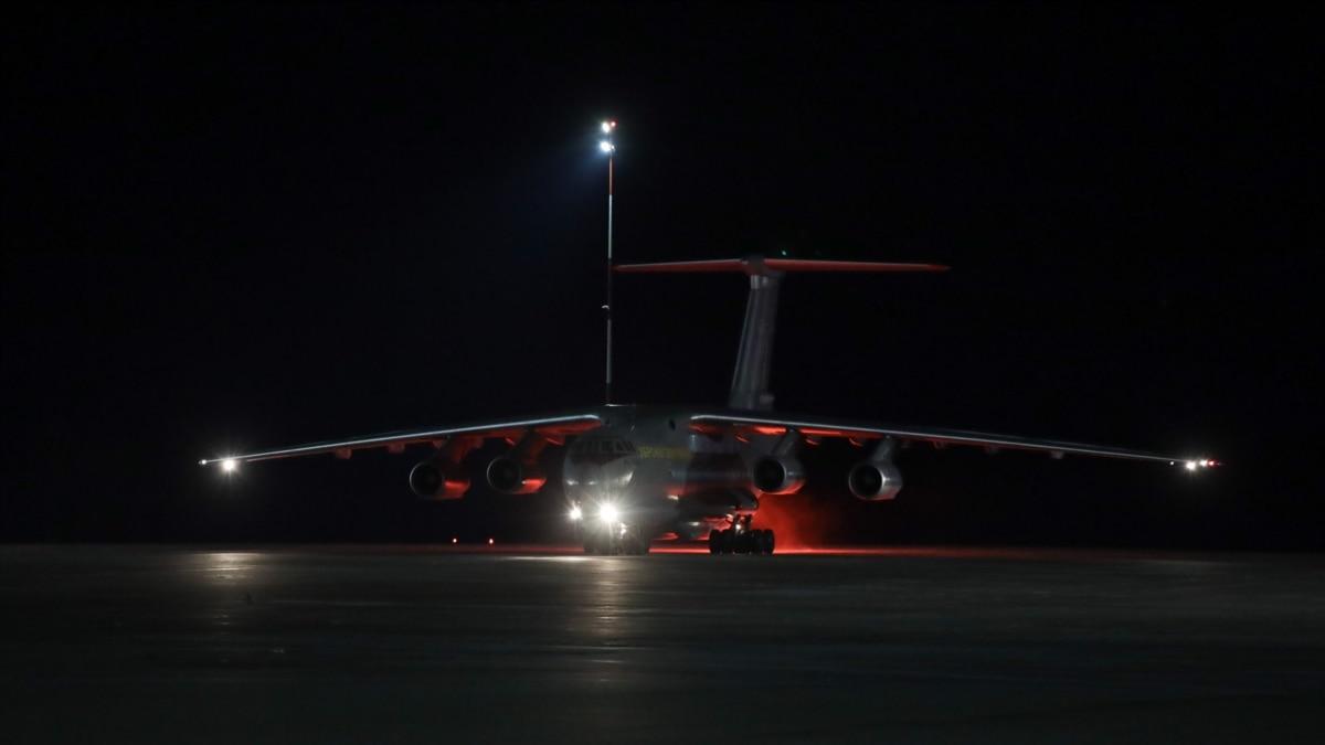 Офис президента: в Украину прибыл самолет с тестами на коронавирус