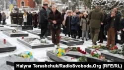 Під час вшанування пам'яті Юрія Вербицького на Личаківському цвинтарі у Львові, 22 січня 2018 року