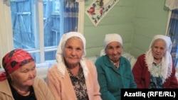 Пожилые женщины в Оренбургской области России.