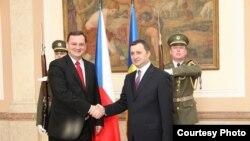 Premierul Vlad Filat primit de omologul său Petr Necas la Praga