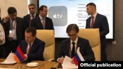 Russia - Top executives of the Armenian company Royalsys Engineering and Russia's Kalashnikov Concern sign an agreement in Moscow, 21 August 2018.