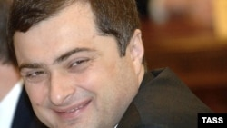 Местные журналисты два последних дня взахлеб обсуждают встречу помощника президента РФ по взаимодействию со странами СНГ, Абхазией и Южной Осетией с министрами и президентом. Якобы кремлевский гость растер в пыль местных чиновников, причем совсем не стеснялся в выражениях