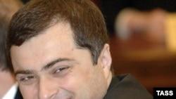 Владислав Сурков скоро узнает, кто из НКО достоин государственных денег.