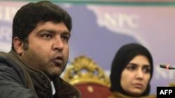 Fraz Haider (left), the brother of missing blogger Salman Haider, and Meesha Saeed, the wife of missing blogger Ahmed Waqas Goraya, attend a press conference in Islamabad on January 18.