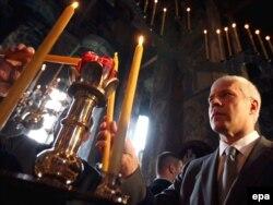 Boris Tadić tokom molitve, ilustracija
