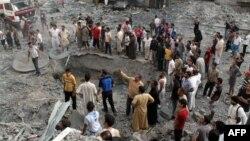 Ljudi na mjestu eksplozije u jednom od sirijskih gradova