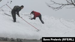 FOTOGALERIJA:Crna Gora se bori sa snijegom, 13. februar 2012.