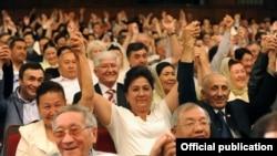 Эл ассамблеясынын кезексиз VII курултайы. Бишкек, 18-июнь.
