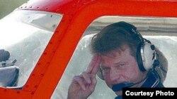 """Экс-президент Литвы Роландас Паксас на одномоторном самолете """"Феникс"""" проделал путь в 70 000 километров"""
