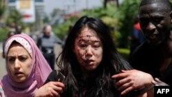 Женщина, получившая ранения при атаке террористов на торговый центр в Найроби. 21 сентября 2013 года.