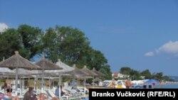 Turisti na plaži u Grčkoj
