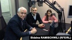ჯემალ სეფიაშვილი, არჩილ ნიჟარაძე და ლიზი შავგულიძე რადიო თავისუფლების პრაღის შტაბბინაში.