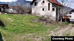 Mjesto gdje je stajala kuća Mehe Aljića, FOTO: genocideinvisegrad.wordpress.com