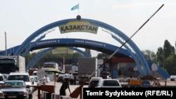 Переход на границе Казахстана и Кыргызстана.