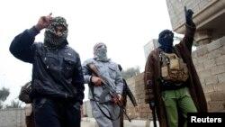 Группа бойцов в Фаллудже в 50 километрах от Багдада, 3 января 2013 года.