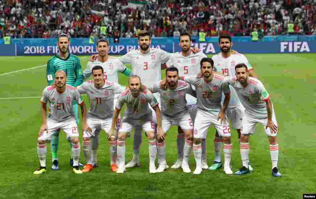 Soccer Football - World Cup - Group B - Iran vs Spain - Kazan Arena, Kazan, Russia - June 20, 2018 Spain players pose for a team group photo before the match REUTERS/Sergio Perez
