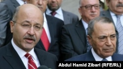 رئيس الوزراء الأردني معروف البخيت (يمين) في مؤتمر صحفي مشترك في أربيل مع رئيس حكومة إقليم كردستان العراق برهم صالح