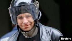 Украинанинг Славянск шаҳрида номаълум қуроллилар милиция бўлимини ишғол қилди