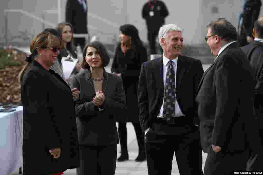 Гости, прибывшие для участия в церемонии открытия.